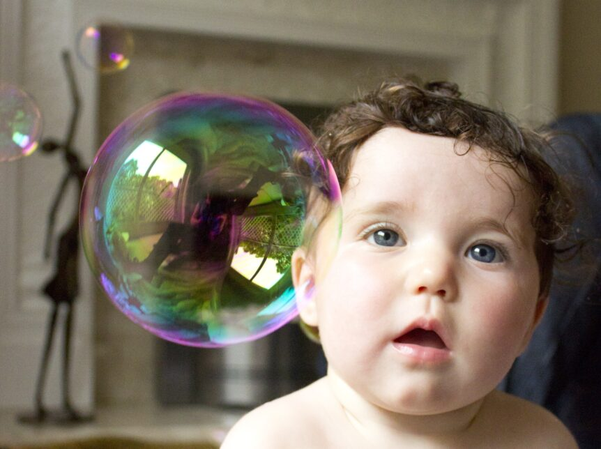 Picture-of-baby-with-soap-bubble